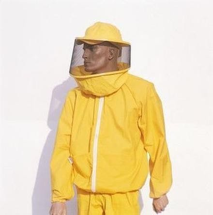 Blusa amarela com máscara redonda Lega